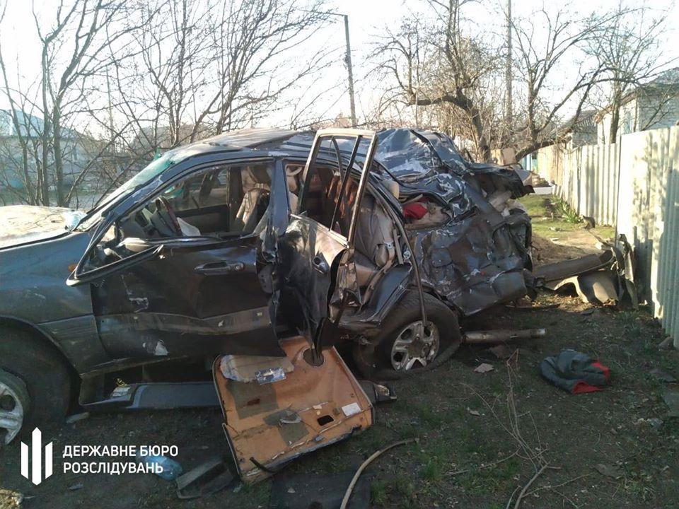 Автівку добряче розтрощило / фото: ДБР