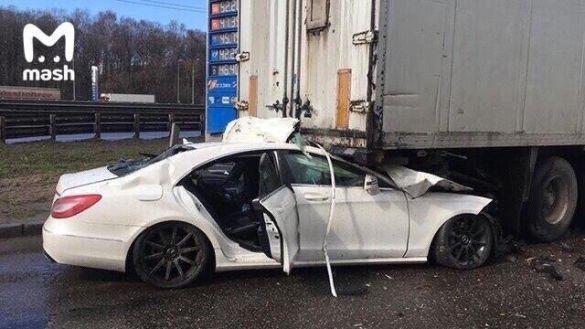Водитель попутки на скорости около 200 км/ч въехал в грузовик / Фото: Mash