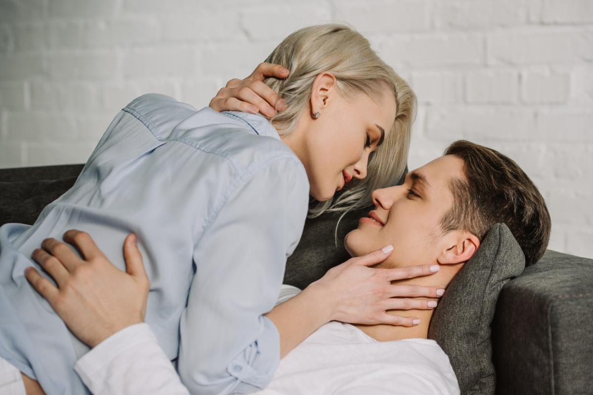 Можно ли заразиться коронавирусом во время секса / фото ua.depositphotos.com