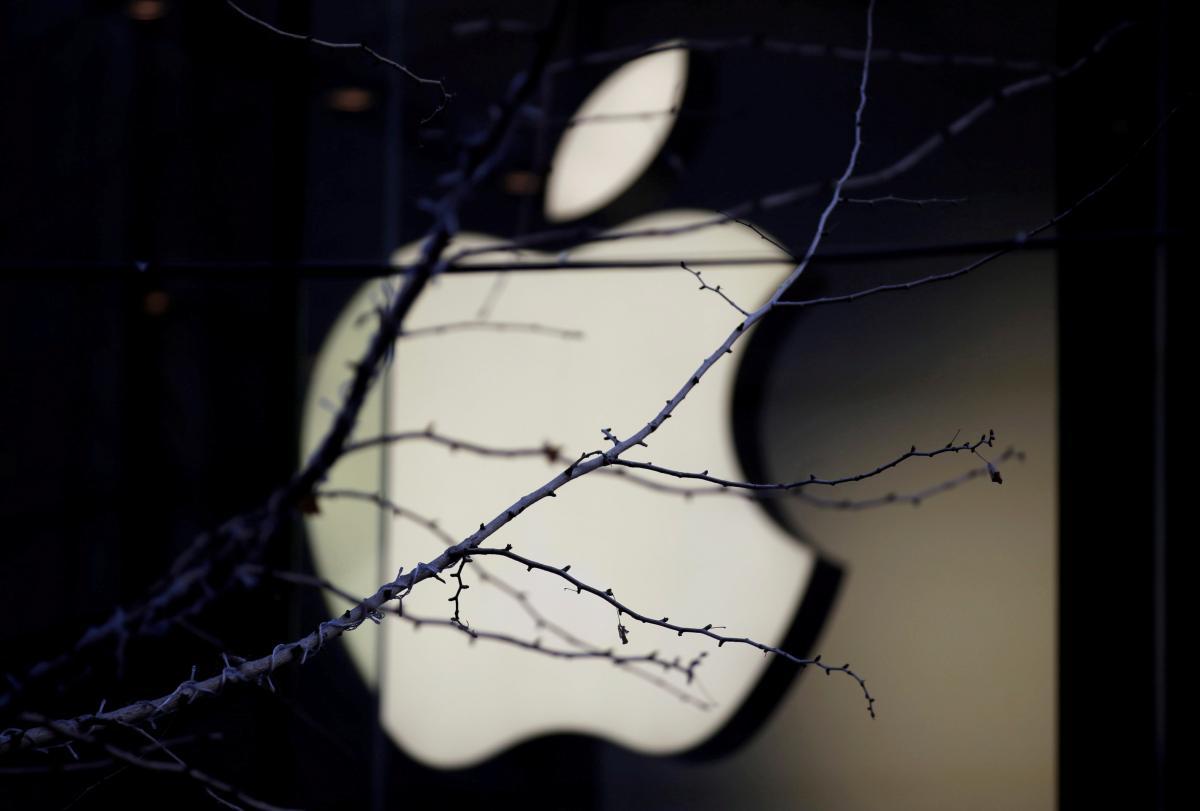 Модераторы Apple борются с мошенничеством и слишком дорогими приложениями / Иллюстрация REUTERS