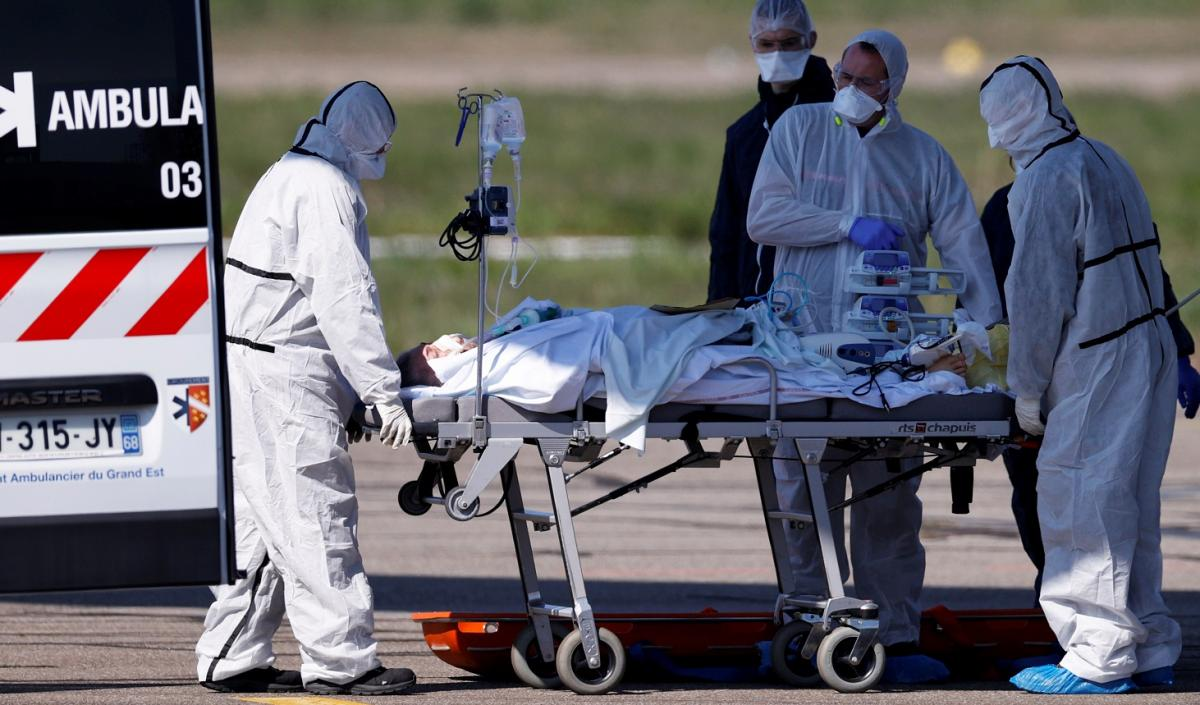 Во Франции число случаев коронавируса превысило 2 миллиона