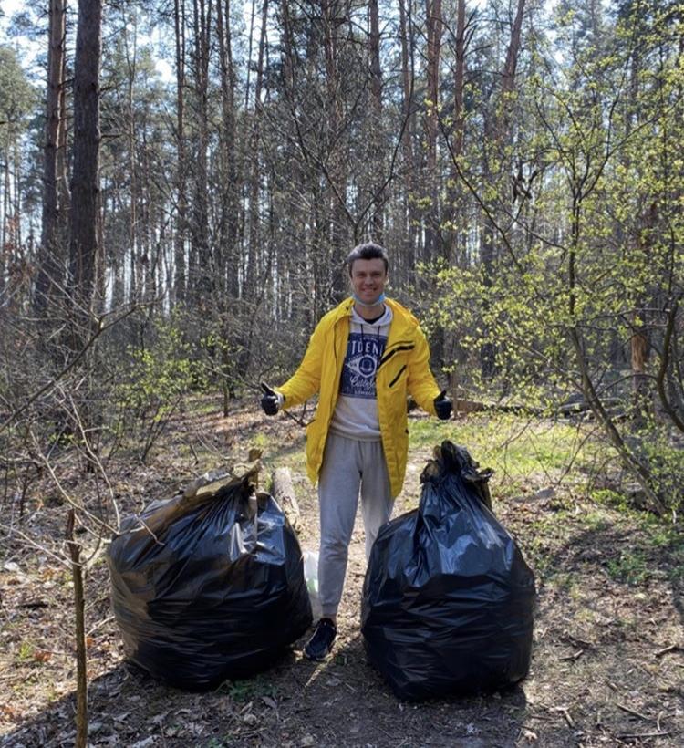 Евгений Хмара занялся сбором мусора