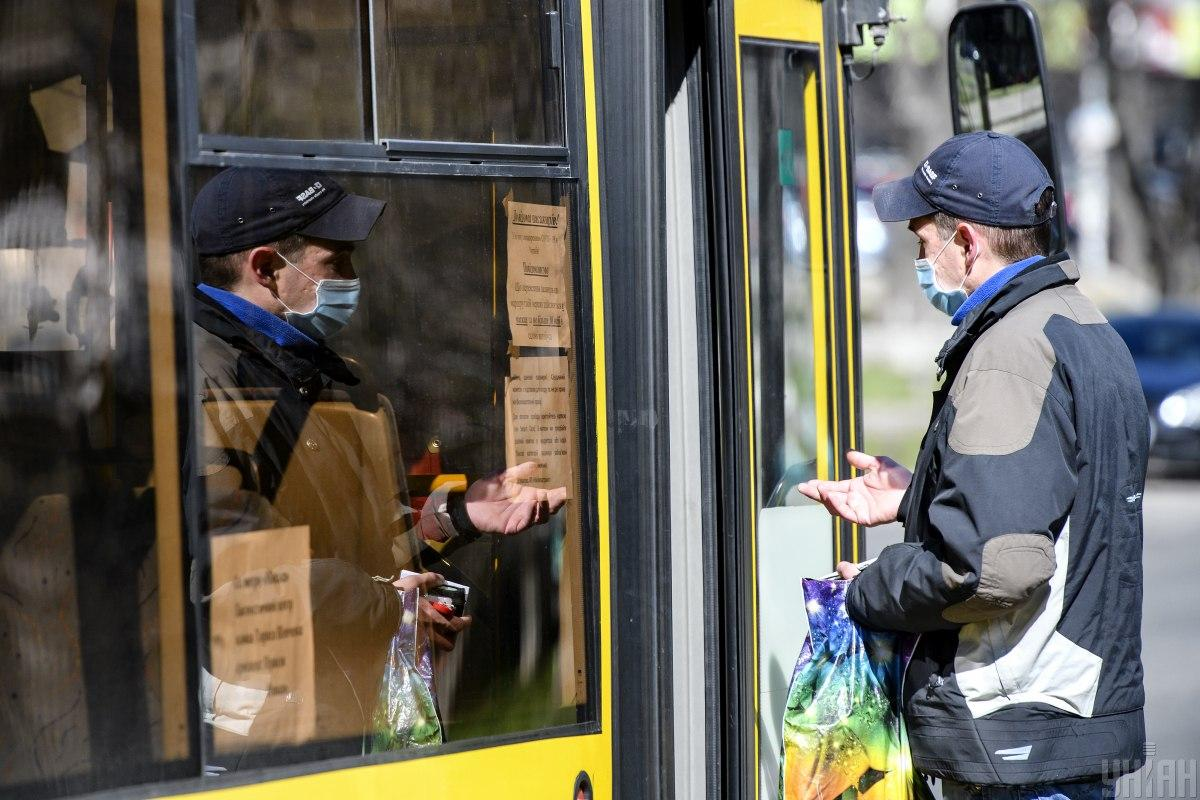 До 22 мая наземный общественный транспорт в столице будет работать в ограниченном режиме / Фото: УНИАН