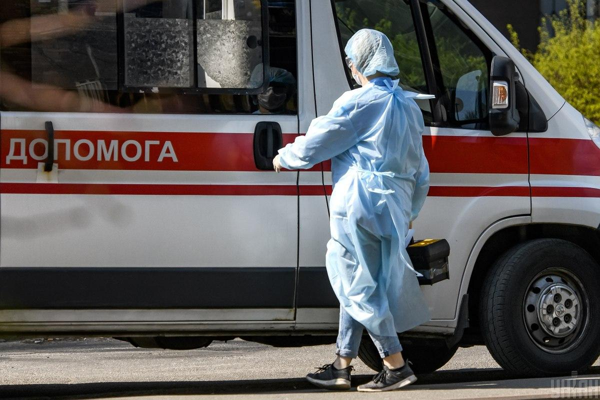 На территории монастіря работают бригады санитарных врачей \ фото УНИАН