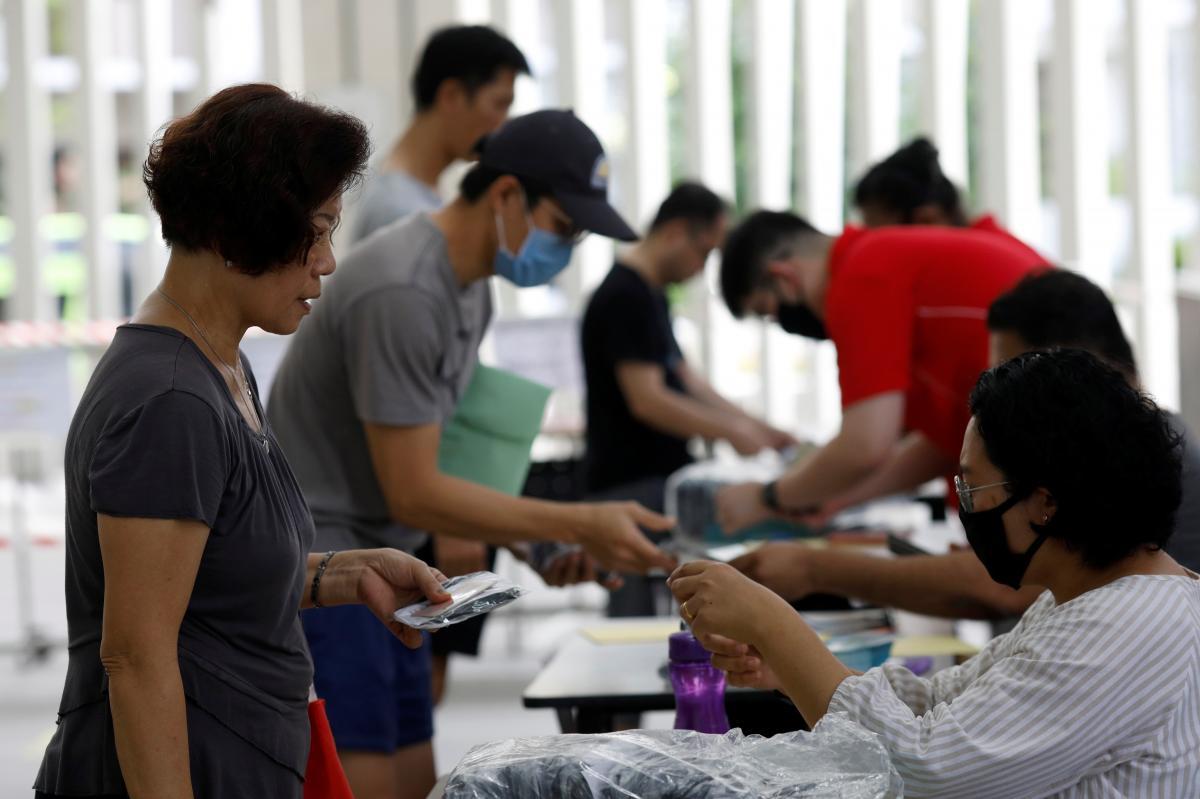 Властям Сингапура удалось обуздать коронавирус / REUTERS