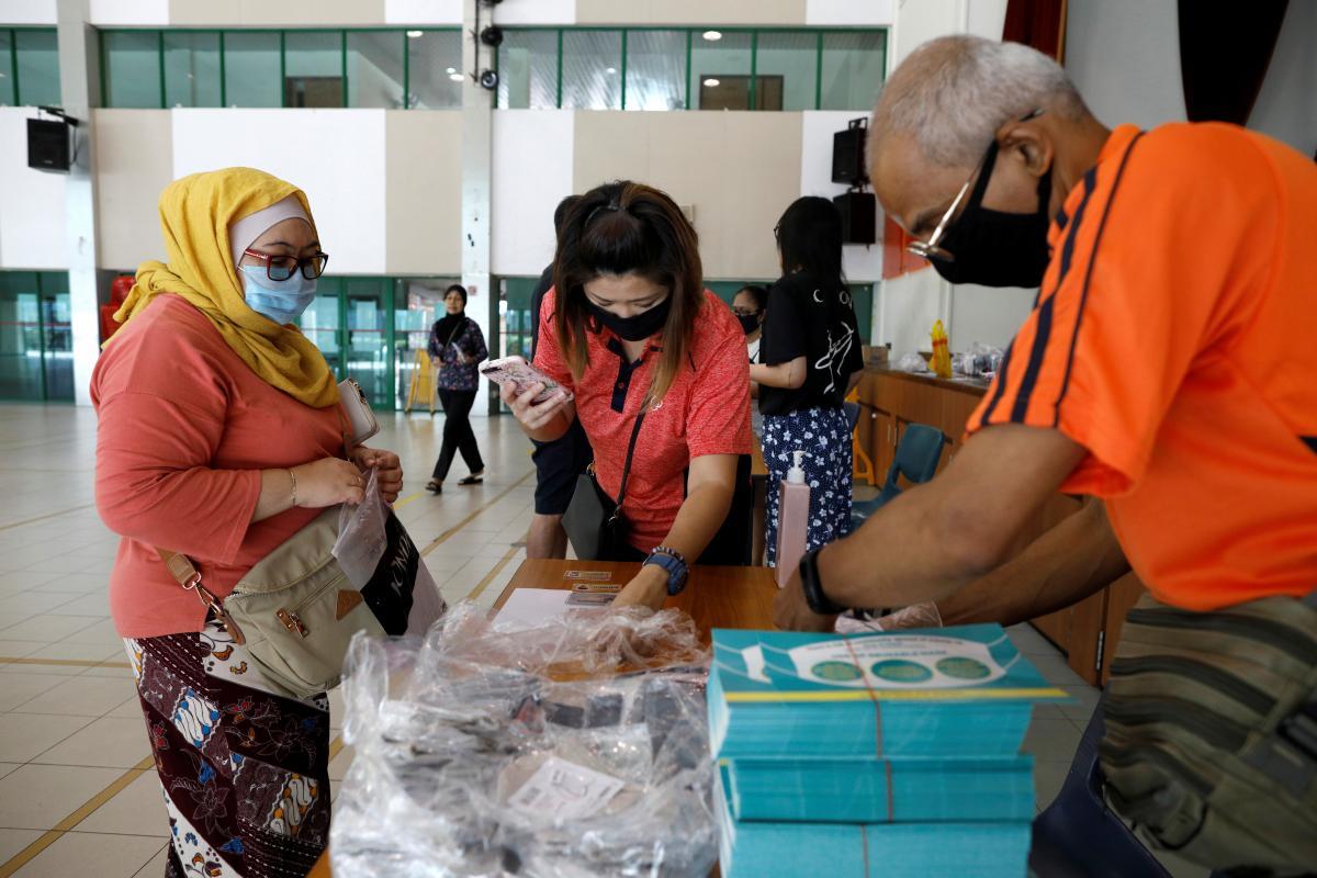 В Сингапуре обществосплотилось на фоне борьбы с кризисом. / REUTERS