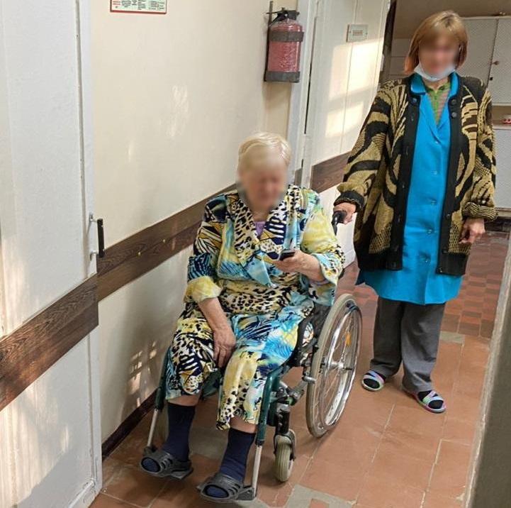 Женщина получила осколочное ранение в ногу / фото facebook.com/pressjfo.news