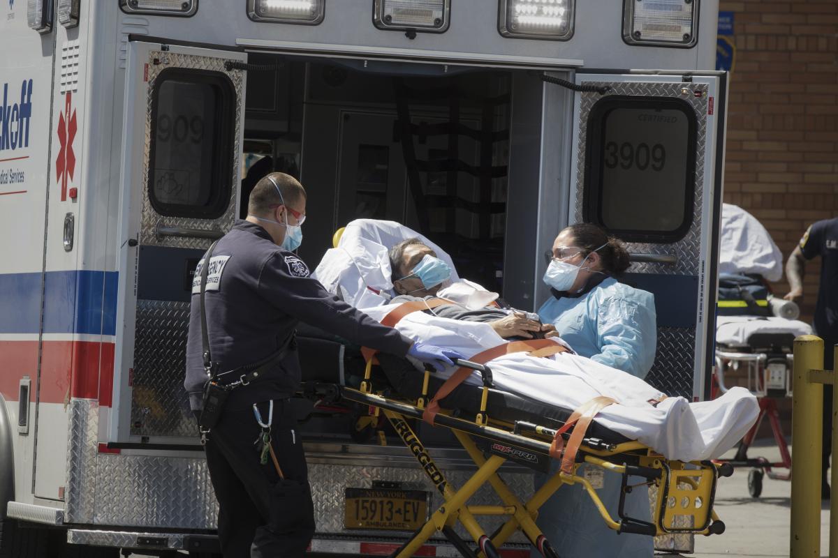 В США подтвердили более 125 тысяч случаев COVID-19 в сутки / иллюстрация / REUTERS
