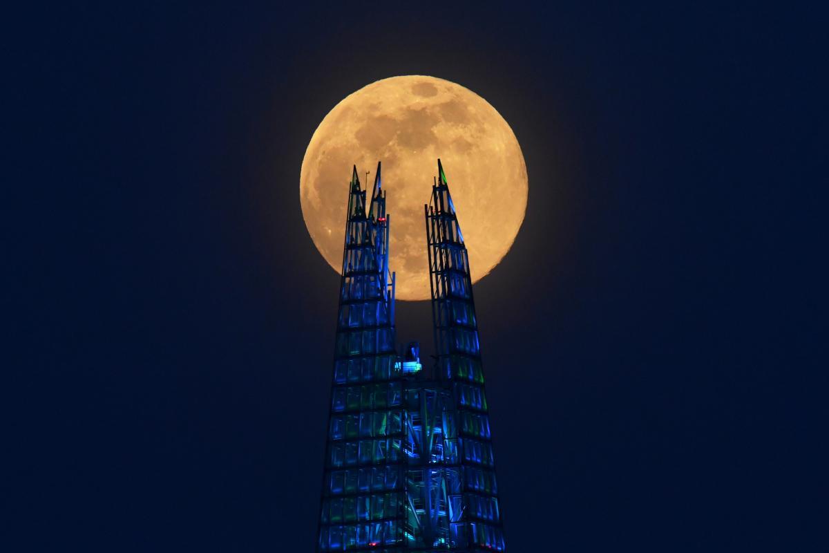 Первый беспилотный полет на Луну состоится в 2021 году , фото REUTERS