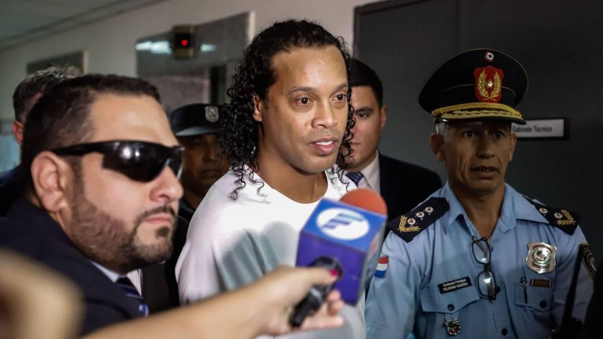 Роналдиньо помещен в отель под видеонаблюдение / фото: as.com