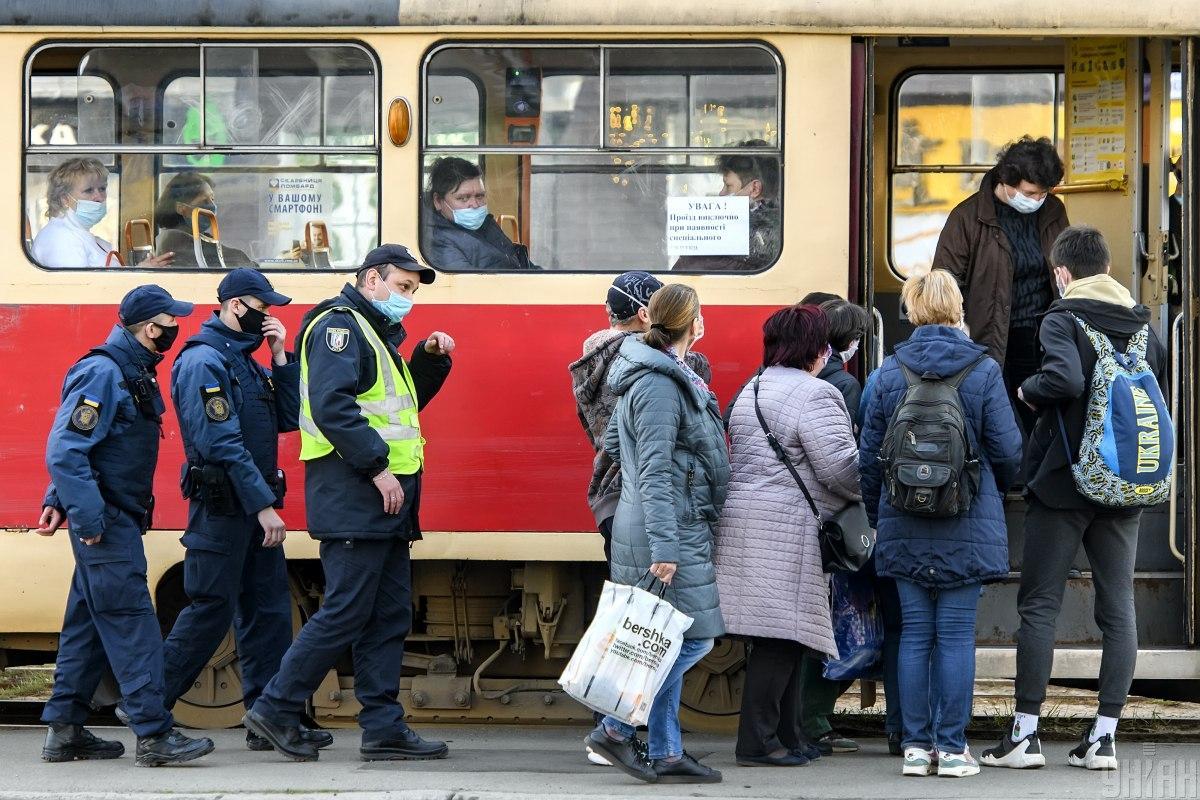 В правительстве заявили, что транспорт во время локдауна будет работать / Фото УНИАН