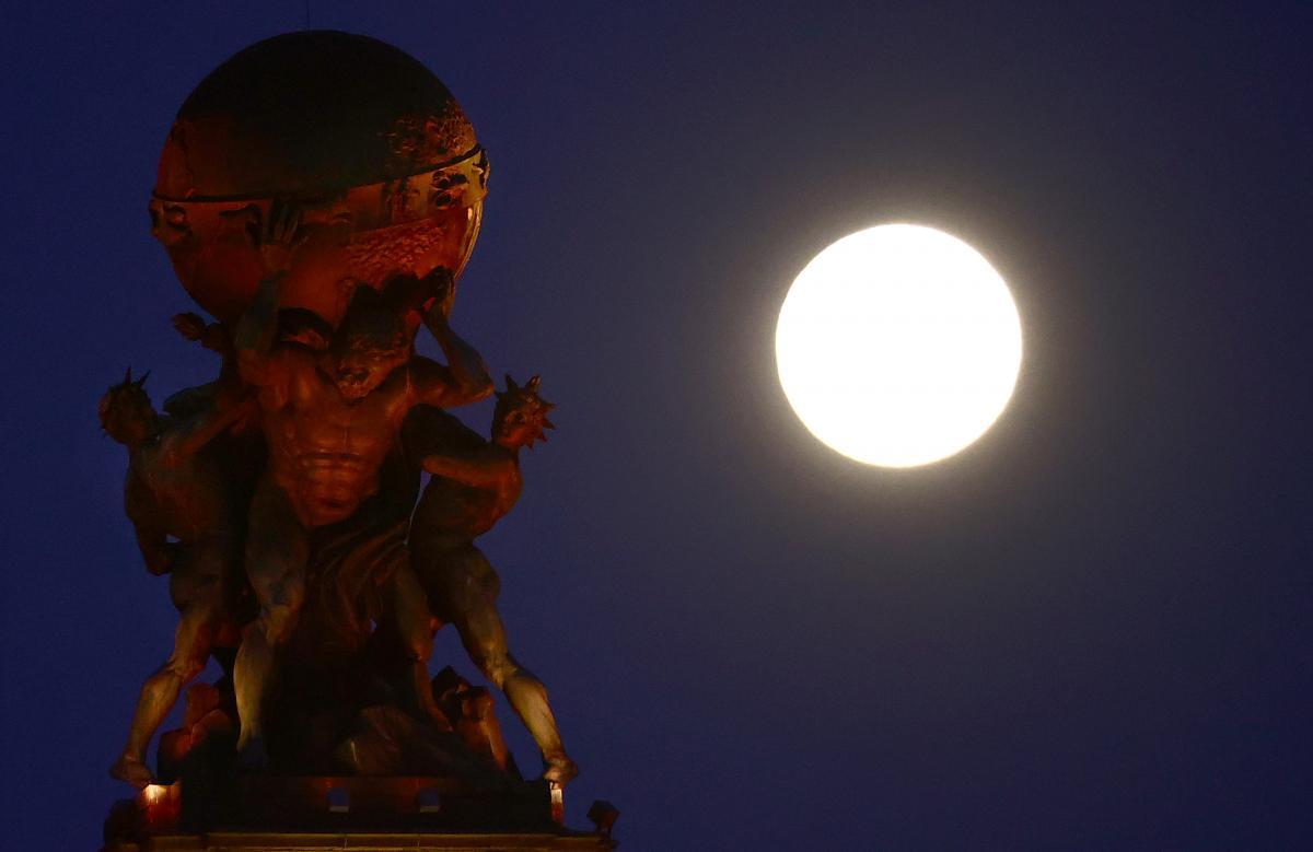Луна / REUTERS