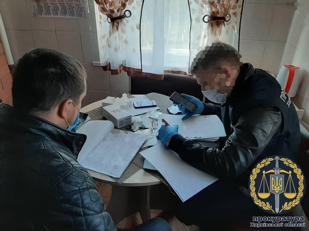 Проведено около 50 обысков по домашним адресам фигурантов / фото khar.gp.gov.ua