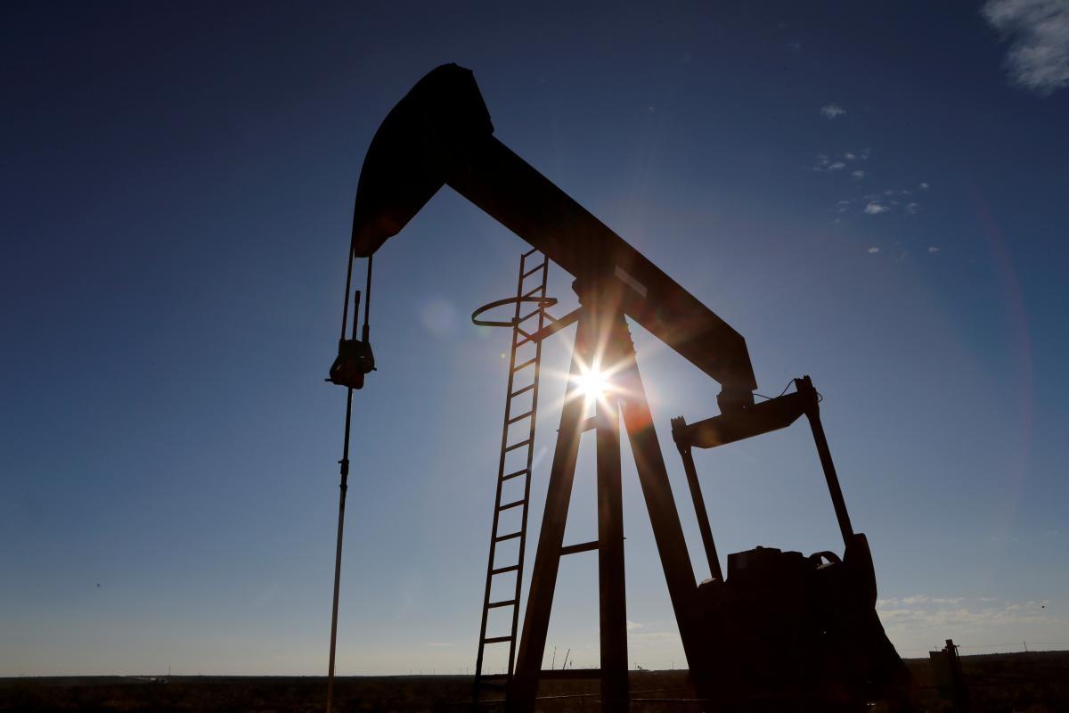 Нефть начала опускаться в цене / Иллюстрация REUTERS