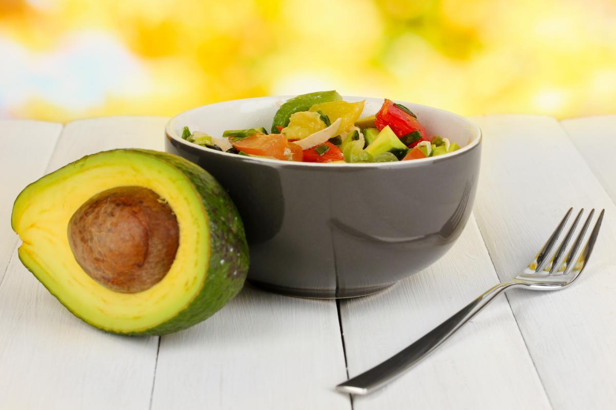 Салат з авокадо / фото: depositphotos