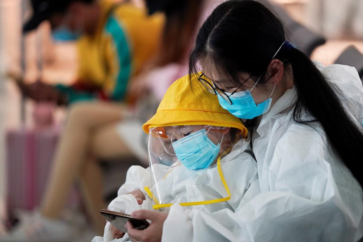 В Китае определили, у какого количества людей появляются долгосрочные симптомы COVID-19 / REUTERS