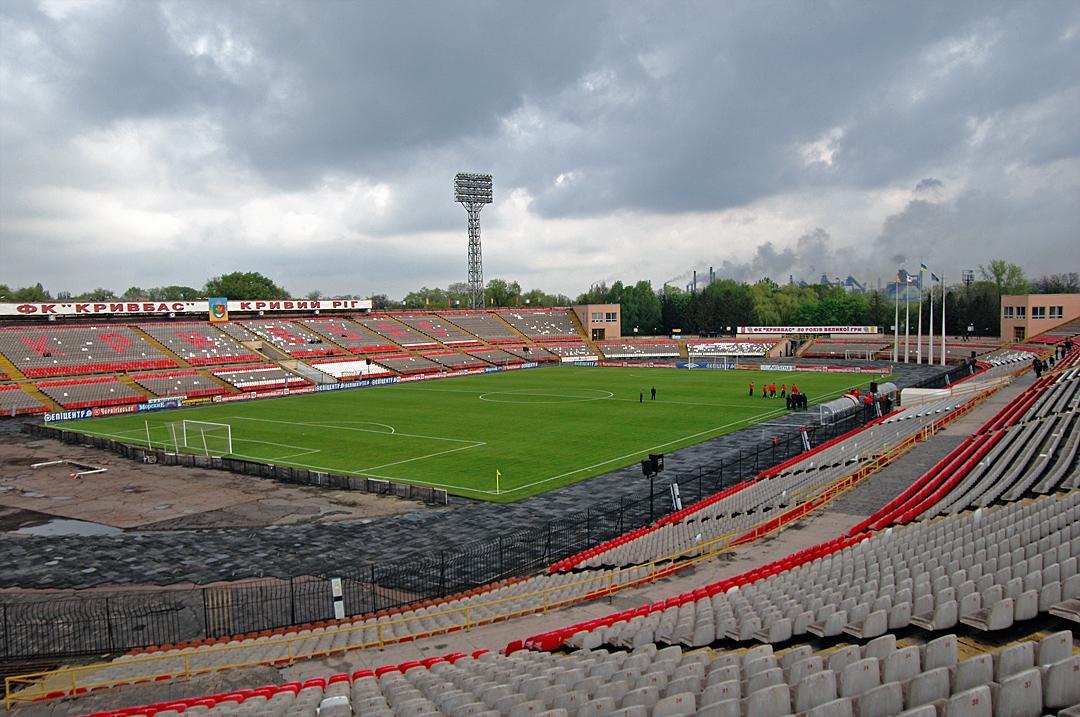 На стадионе Металлург играет команда Горняк / фото: kr.gov.ua