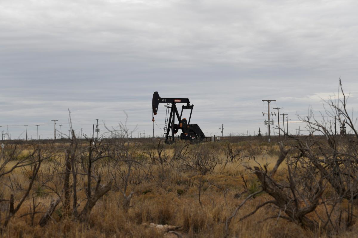 Ожидается, чтово втором полугодии восстановление спроса на нефть опередит производство/ Иллюстрация REUTERS
