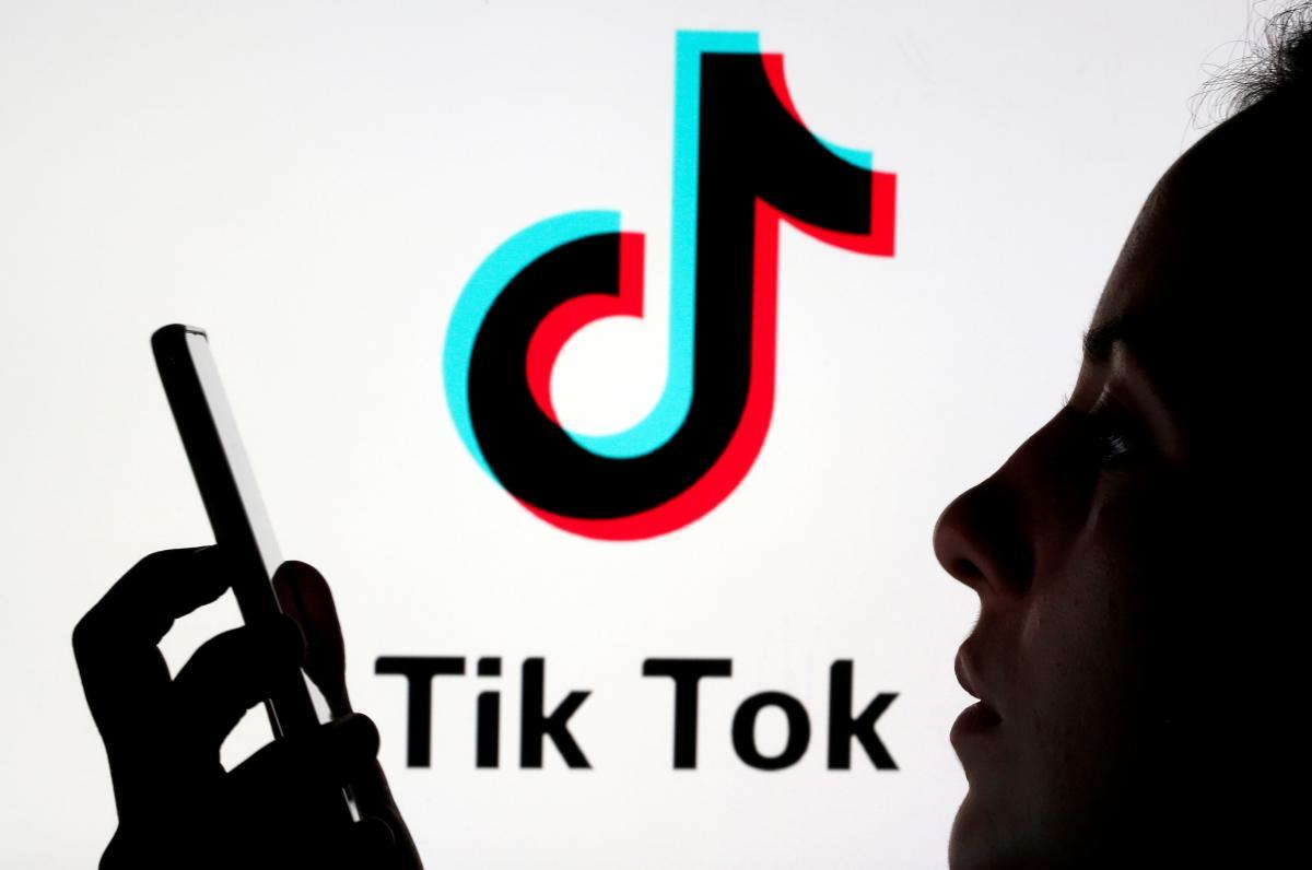 """Раніше при видаленні відео TikTok повідомляв користувачеві, що вони """"порушують принципи"""" компанії \ фото REUTERS"""