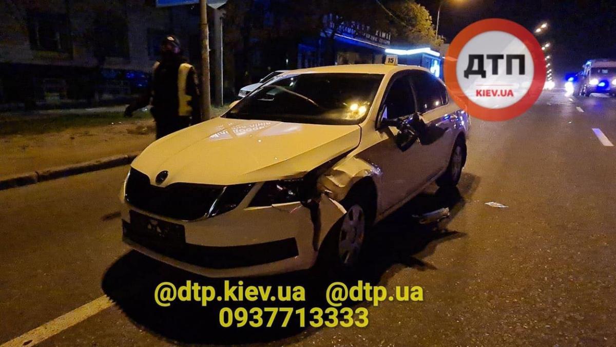 Во время оформления аварии в автомобиль МВД въехал Chevrolet/ фото: dtp.kiev.ua