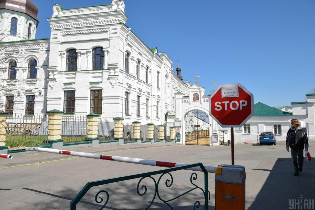 На территории лавры выставили 4 поста из правоохранителей / фото УНИАН
