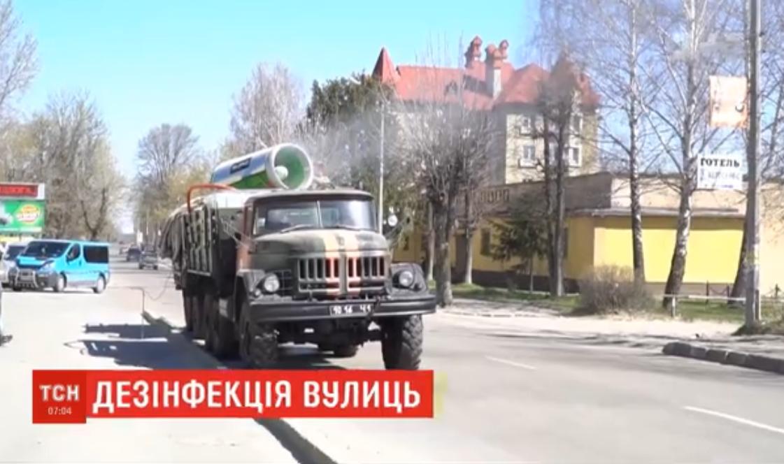На Львовщине улицы дезинфицируют нетрадиционным способом / скриншот