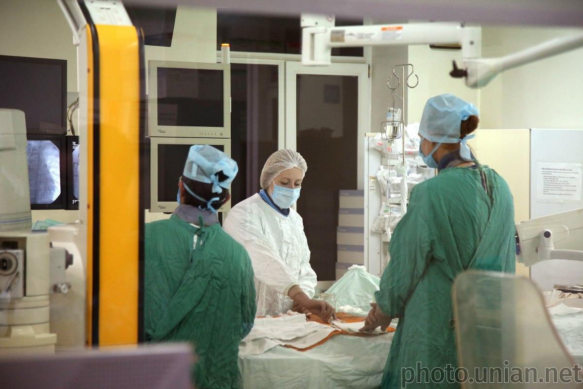 За сутки коронавирусом заболели десятки врачей / Фото УНИАН