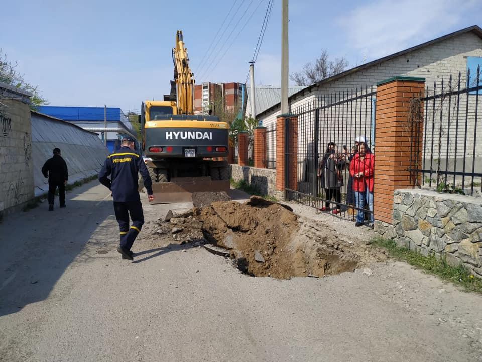 У Дніпрі вирили траншею біля храму / facebook Mykhailo Lysenko