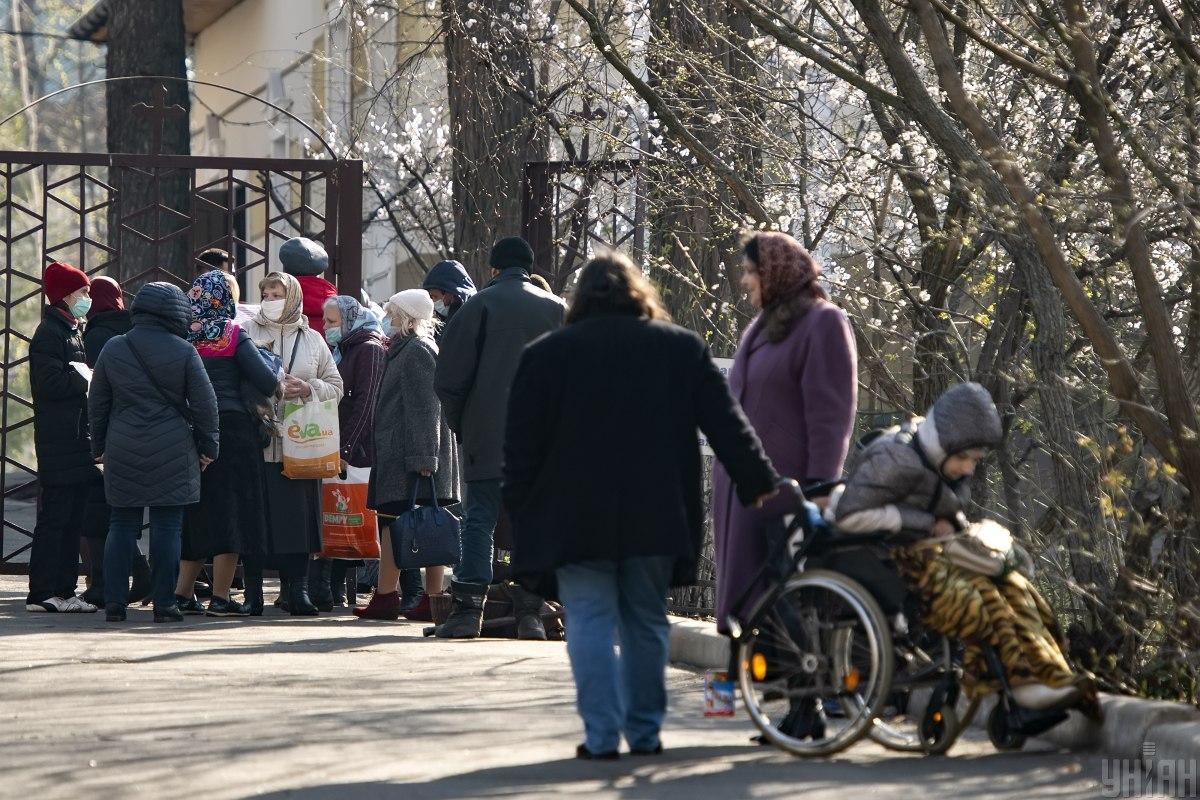 Увидели скопление людей у храма – вызвали полицию / Фото УНИАН