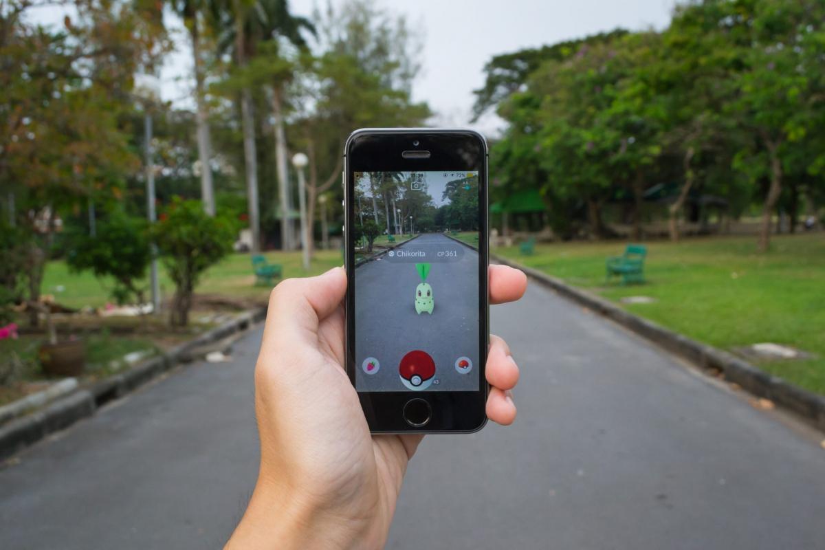 Pokemon GO предлагает ловить виртуальных покемонов в реальном мире / forbes.com.br