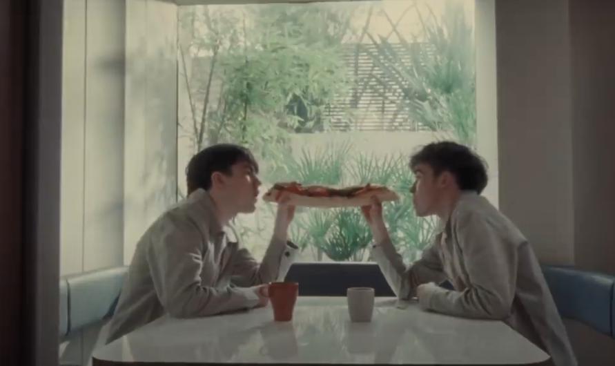 The Key to Life on Earth -вторая песня из нового альбома певца \ скриншот с видео