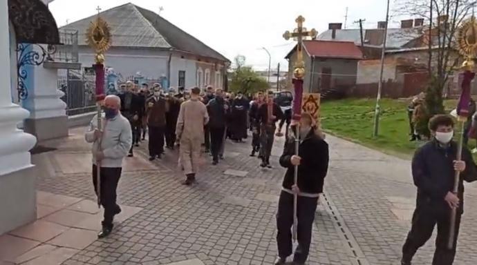 В Самборе священник вывел людей на крестный ход / pravda.com.ua