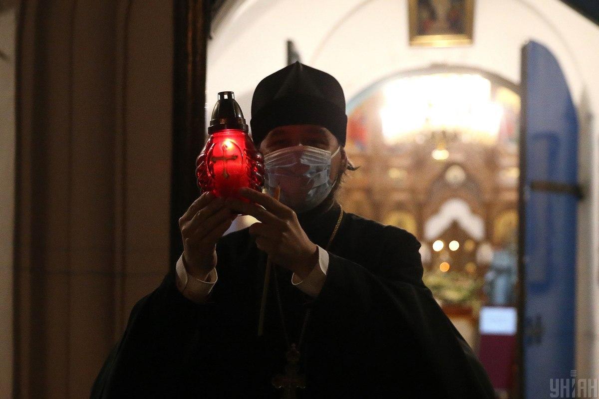 В Киев привезли Благодатный огонь / фото УНИАН