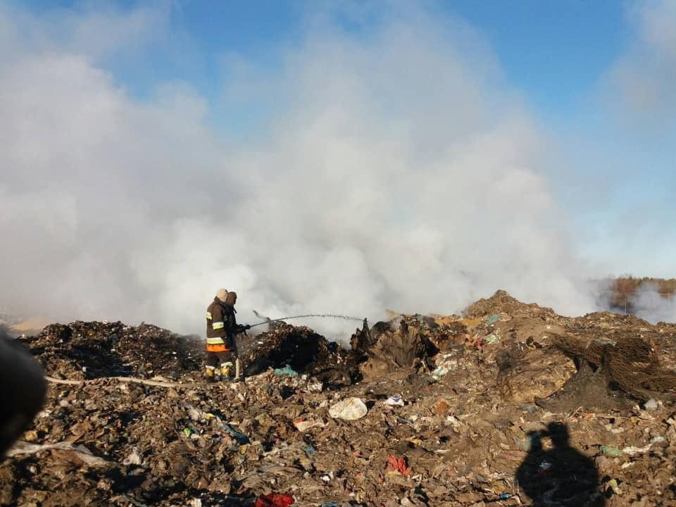 Пожар начали тушить утром / Facebook Андрей Шумский