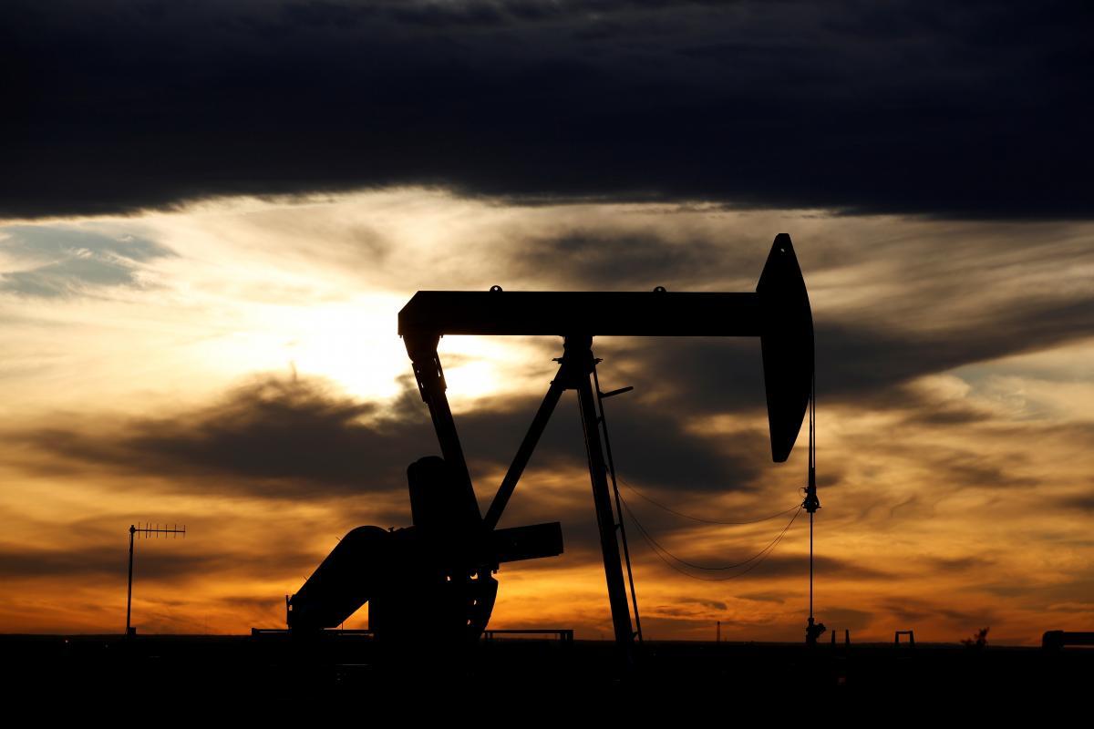 7 ноября 1949года была получена первая нефть на старейшей в мире морскойнефтяной платформе / Иллюстрация REUTERS