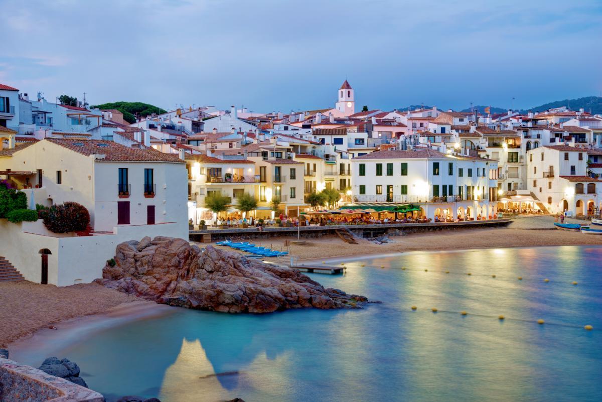 Туристы могут вернуться в Испанию уже в марте следующего года / фото Depositphotos