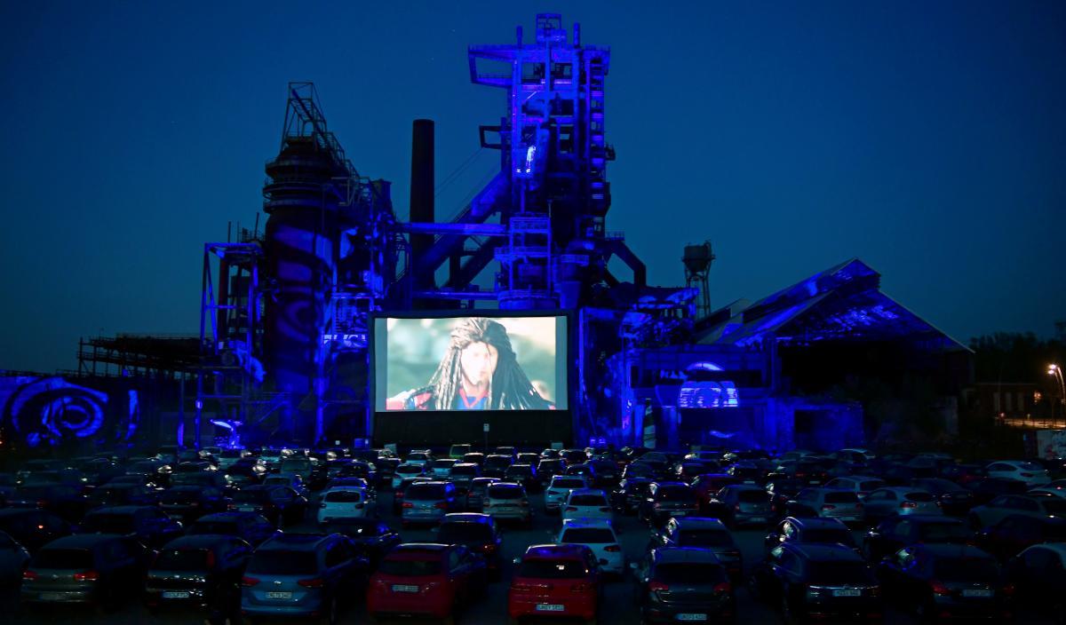 В Германии автокинотеатры сейчас очень популярны, для Украины - это диковинка / Фото REUTERS