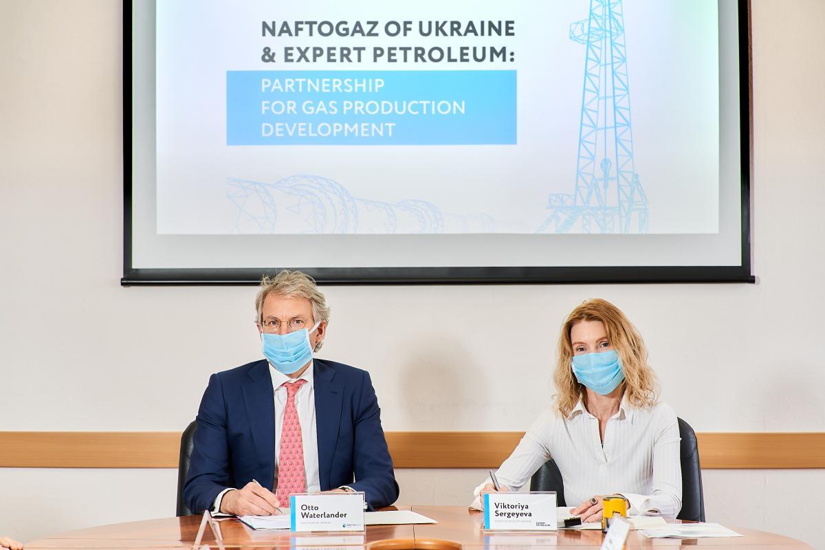 «Укргазвыдобування» и румынская Expert Petroleum подписали контракт / фото naftogaz.com