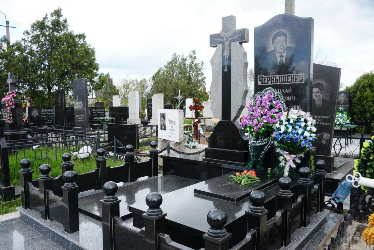 Доступ на все кладбища Киева будет ограничен до 6 июня / фото УНИАН