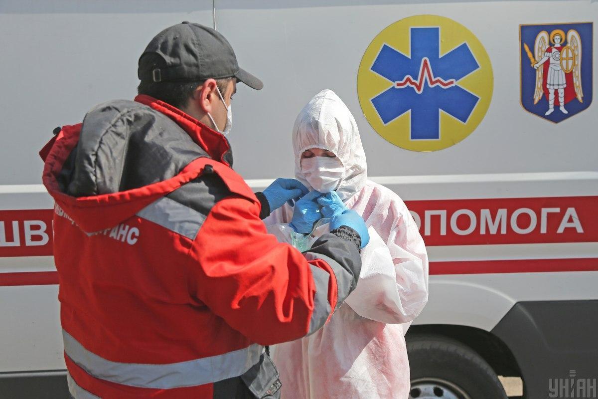 Степанов сообщил, что в Украину самолетом были доставлены более 100 тысяч респираторов / фото УНИАН