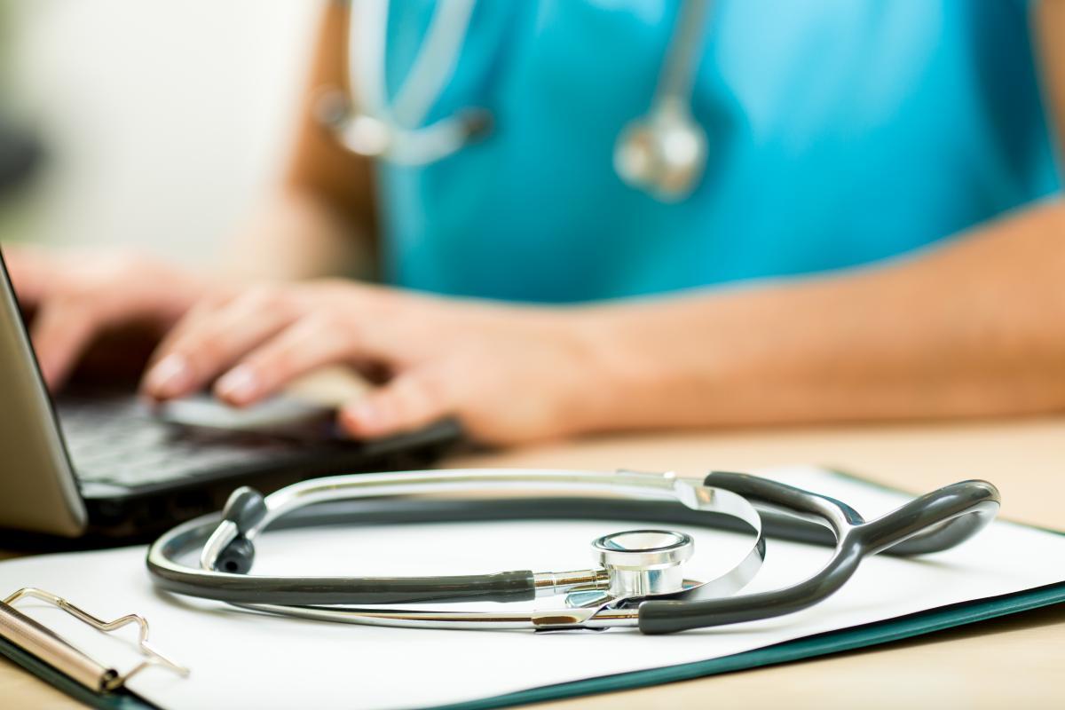В період пандемії коронавірусу нам все одно інколи потрібно звертатися до лікарів – стоматологів, педіатрів, хірургів / фото: ua.depositphotos.com