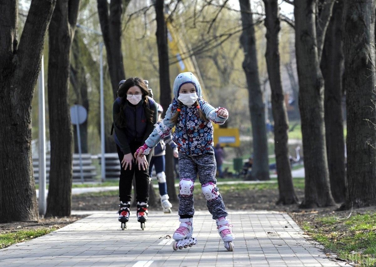 Педиатр рассказала об опасности ношения маски детьми / фото УНИАН