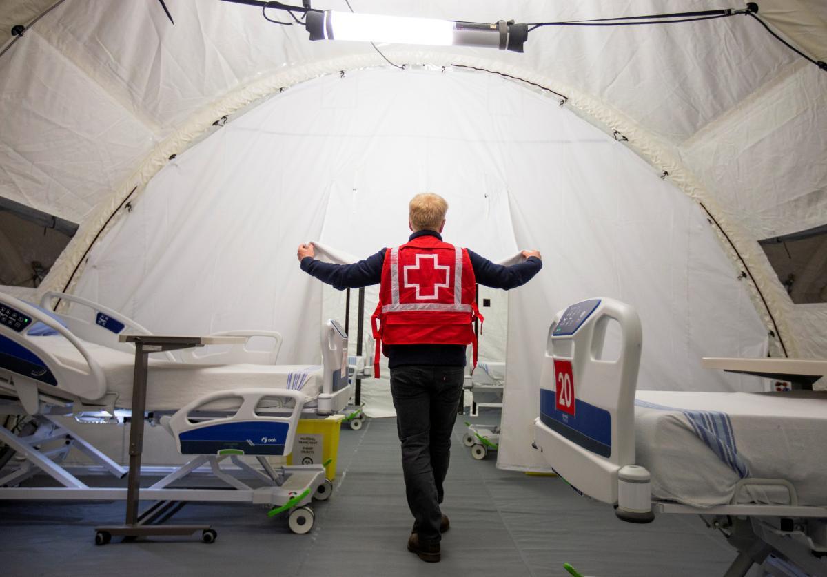Число жертв коронавируса растет по всему миру / Иллюстрация REUTERS