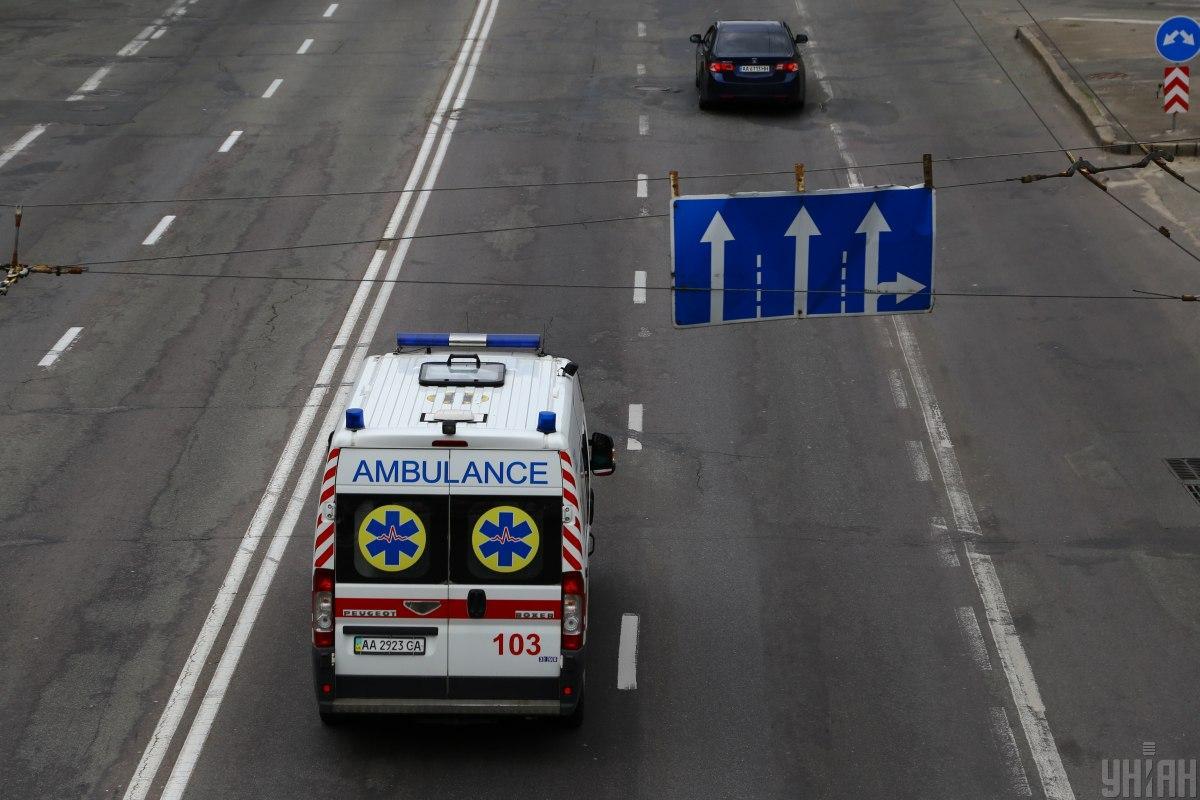 34-річний чоловікз тілесними ушкодженнями доставлений до лікарні \ Фото УНІАН