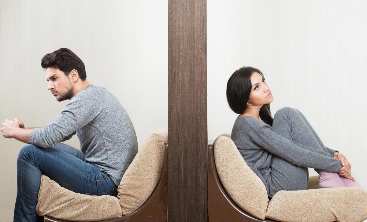 Инфантильность одного из партнеров в отношениях создает немало проблем другом, зрелом и по-настоящему взрослому партнеру / фото ua.depositphotos.com