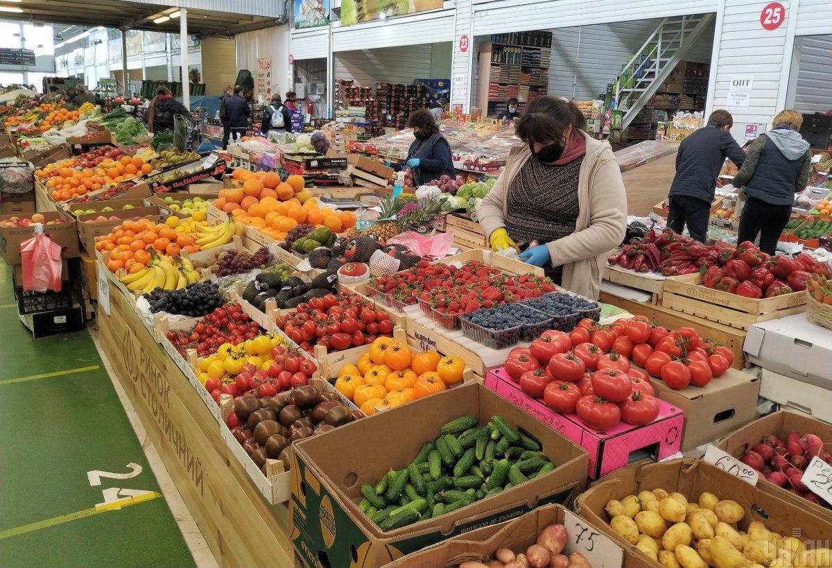 Відновити роботу можуть лише офіційні продовольчі ринки / фото УНІАН
