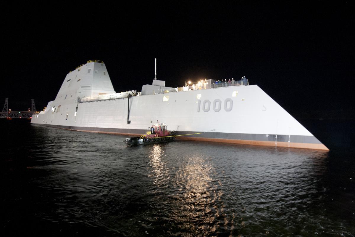 """Эсминец """"Замволт"""" после спуска на воду в 2013 году / U.S. Navy photo"""