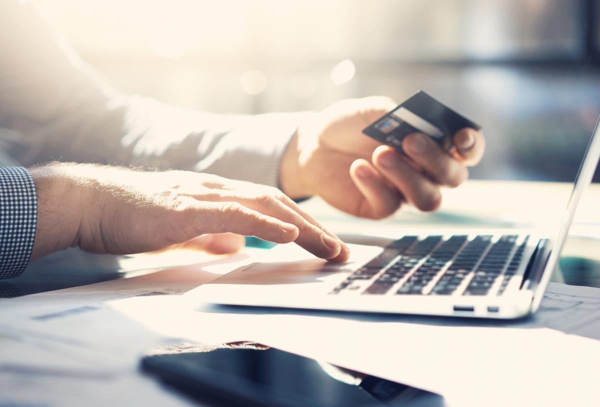 Через викрадені на лікування гроші з банківської картки померла дитина / фото ua.depositphotos.com
