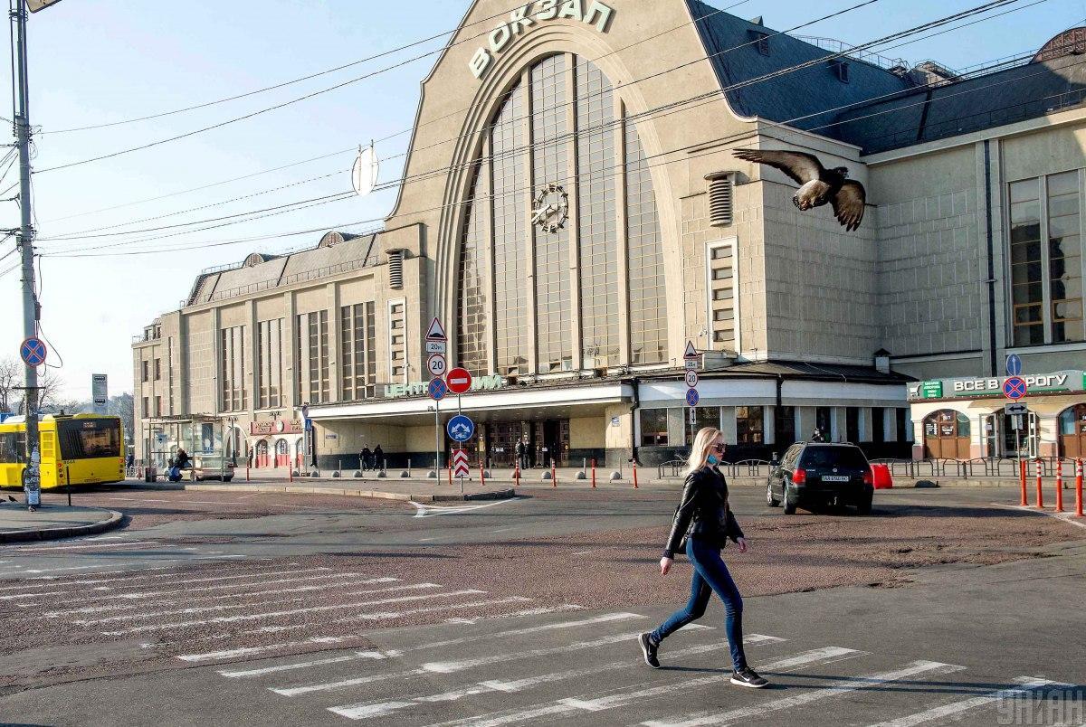 Роботу Центрального залізничного вокзалу в столиціобмежено / фото УНІАН