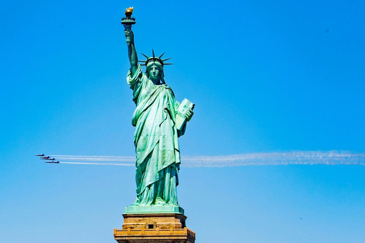 В этот день состоялось официальное открытие Статуи Свободы в Нью-Йорке / фото REUTERS